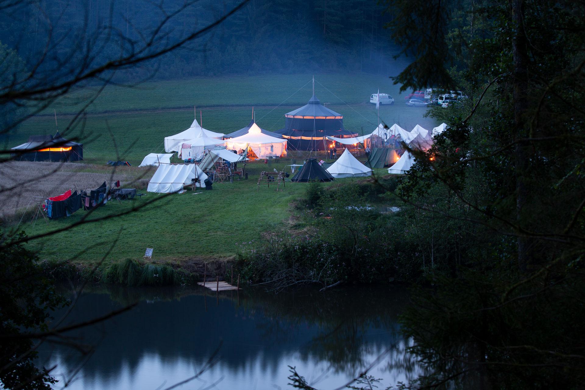 Pfadfinderlager der Sinzinger Pfadfinder mit Jurtenburg und Zelten