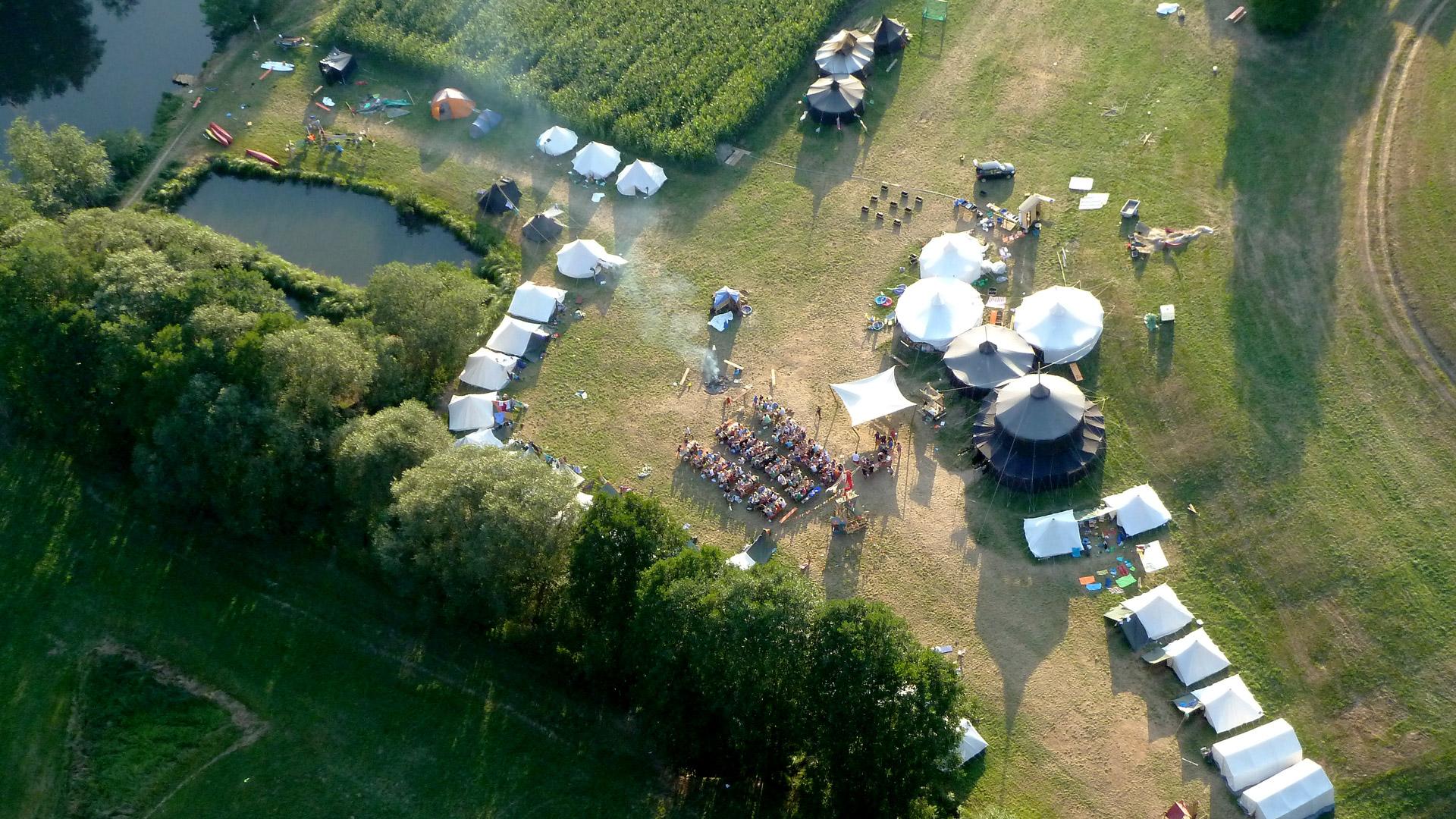 Pfadfinder Sinzing (Regensburg) - Ansicht eines Zeltlagers aus einem Flugzeug